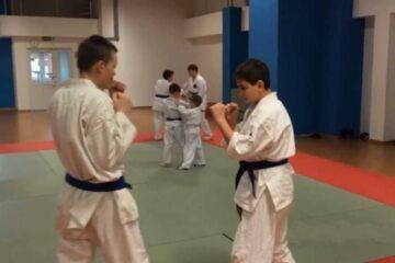 Ученики клуба Рютенкай отрабатывают техники айкидо | Aikido | 合気道